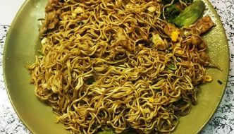 The Humble Fried Noodle – Street Food at Guangzhou South Railway Station